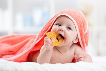 como cuidar los dientes y encías de mi bebé